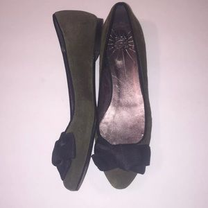 Zara Trafaluc green suede flats with bow size 8